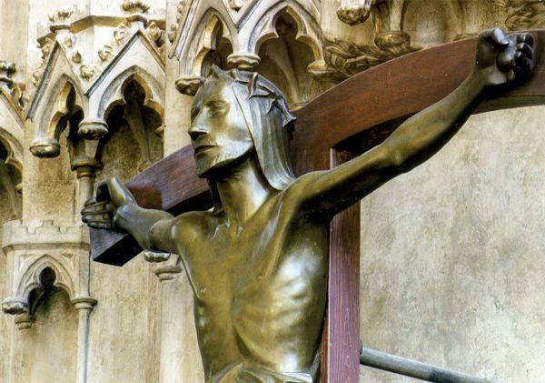 Postkarte: Barlachkruzifix - Ausschnitt